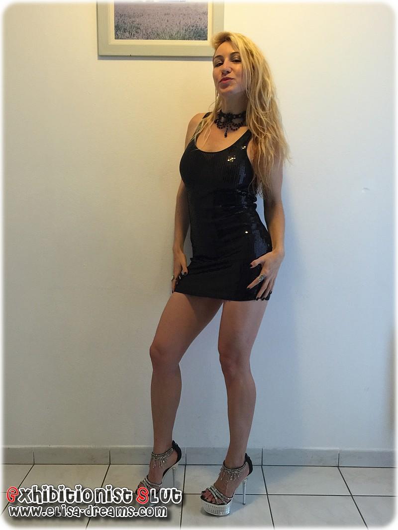 Ma femme sexy portant une robe transparente pour sortir dîner en ville