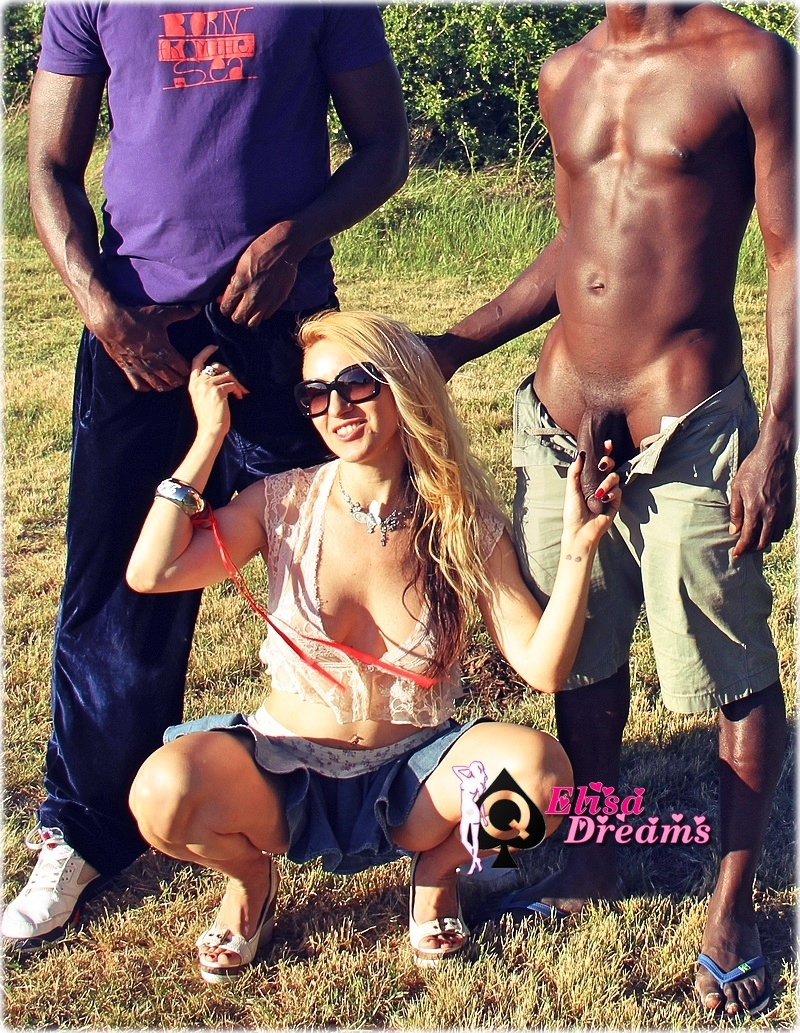My bitch having fun with 2 Blacks guys